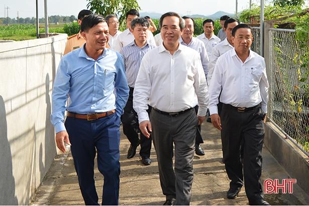 Trưởng ban Kinh tế Trung ương Nguyễn Văn Bình chung vui ngày hội Đại đoàn kết tại Đức Thọ