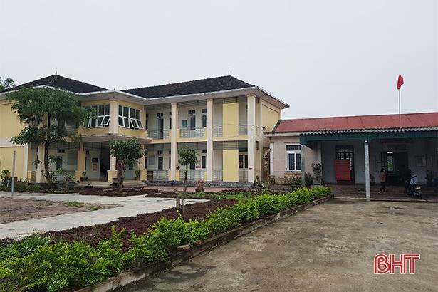 Khu cách ly tập trung của huyện Cẩm Xuyên nằm cách xa khu dân cư, cơ sở vật chất đồng bộ, thuận lợi cho công tác cách ly tập trung.